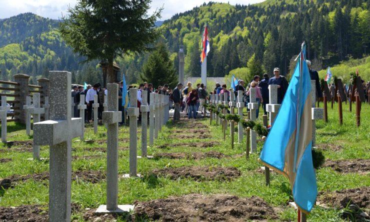 Román nacionalisták emlékeztek az úzvölgyi temetőben az állítólag ott eltemetett románokra