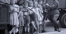 """76 ezer magyart űztek el a """"reszlovakizáció"""" során"""