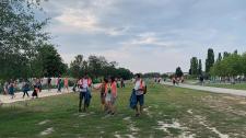 Turisták szedik a szemetet Berlin parkjaiban