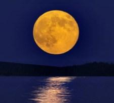 Magyarázatot találtak a Hold formájára