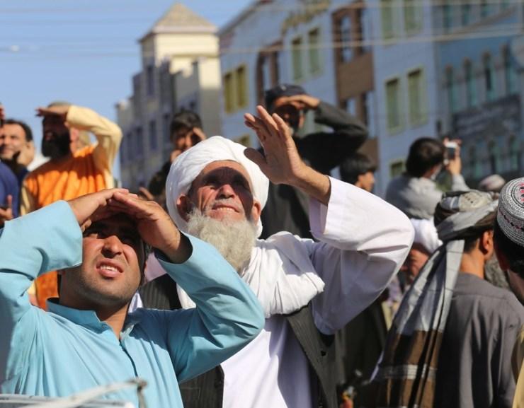 A tálibok holttestet akasztottak ki egy darura Herát főterén