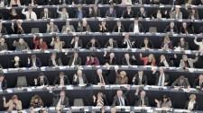 Óriási pénzeket keresnek az EU hivatalnokai