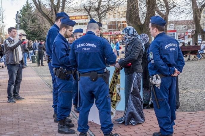 Megzavarták Vona Gábor orosházi utcafórumát