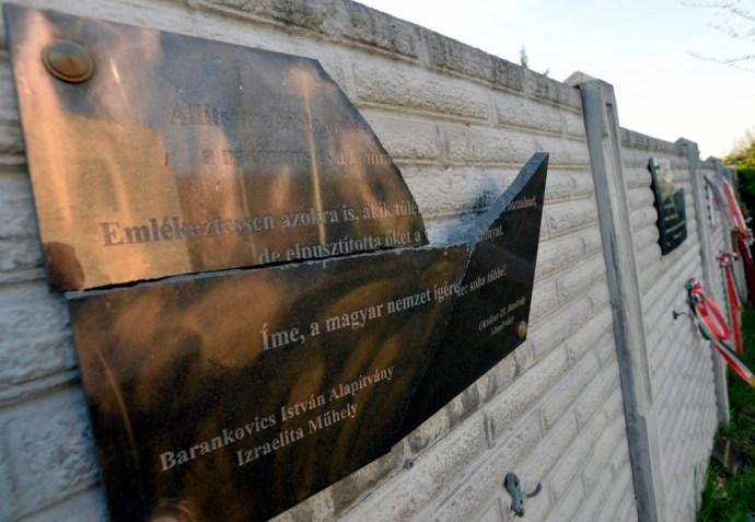 Csömör Csömörön: megrongálták a KDNP zsidó tagozatának holotábláit