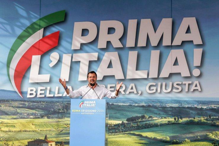 """""""Hajrá Magyarország!"""" – üzente Salvini a járvány utáni nagy demonstrációján, és sokat emlegette az orbáni mintát"""