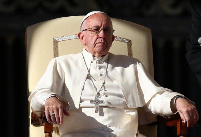 Antikrisztusi fondorlattal vádolják Ferenc pápát