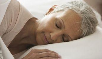 Tudományos válasz: ezért alszanak kevesebbet az idősek