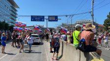 Tüntetnek az oltásellenesek: Leállt a tömegközlekedés Pozsony belvárosában