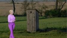 Ilyen egy XXI. századi EU-tagállam: 2000 román iskolában az udvaron van a WC