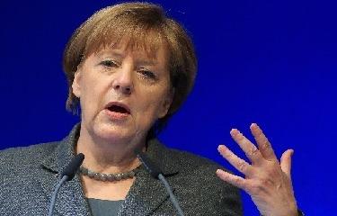 Merkel tovább fenyegetőzik