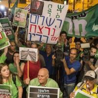Izraeliek ezrei vettek részt a Netanjahu politikája elleni tiltakozó gyűlésen