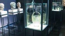 A kislány, akinek megköszönték egy kétezer éves múzeumi váza eltörését