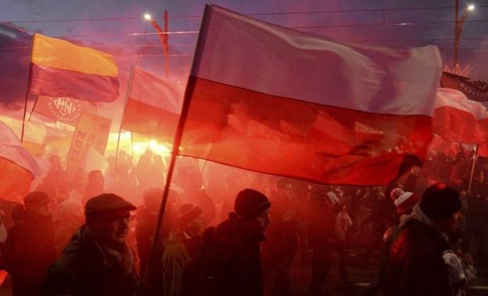 Nem fasiszták a lengyel függetlenségi menet résztvevői