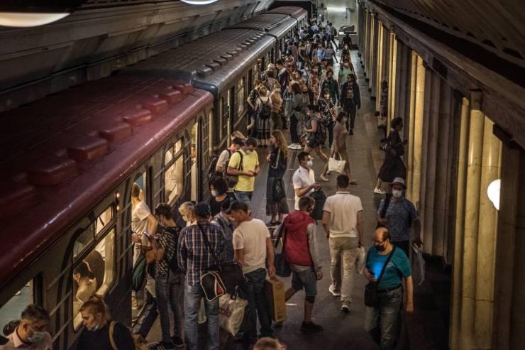 Moszkva szerint a beoltatlanok diszkriminációja elkerülhetetlen, a vírus kiszámíthatatlanul viselkedik