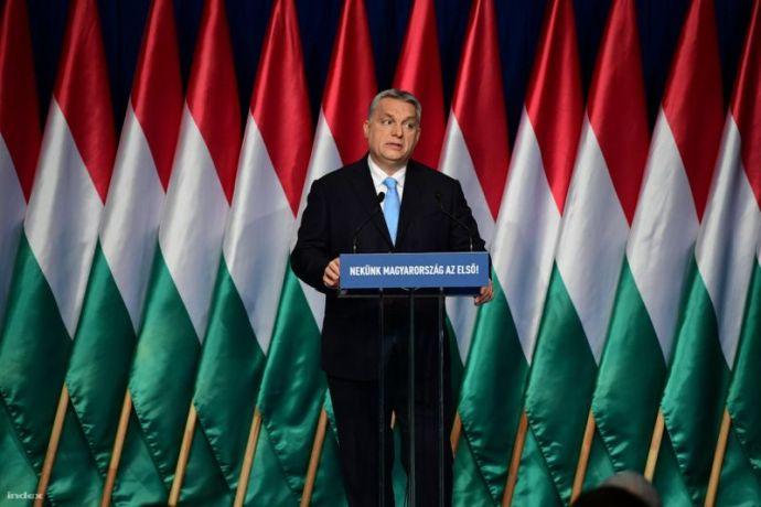 Kolbászból van a kerítés: szinte már csak ez nem hangzott el Orbán évértékelő beszédében
