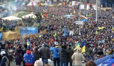 Kijev: összecsapások járdakövekkel és Molotov-koktéllal