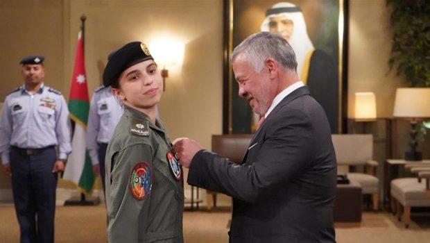Jordániai hercegnő lett az ország első női vadászpilótája