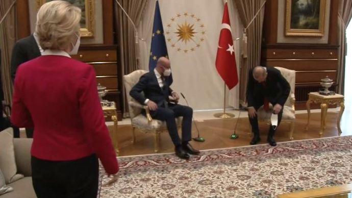 """Erdogan """"leültette"""" Ursula von der Leyent – Sokkoló videó"""