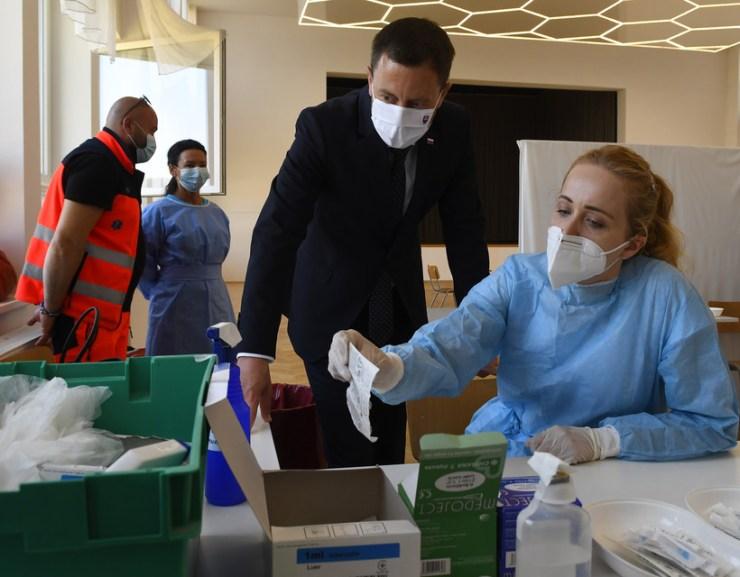 Heger a sirokai oltóközpontban tett látogatást