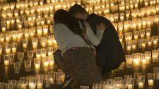 Csaknem 30 ezer gyertyával emlékeztek a koronavírus cseh áldozataira Prágában