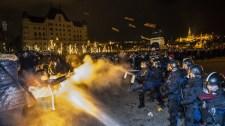 Többen megsérültek demonstráció közben – megszólalt a rendőrség a szerdai tüntetésekről