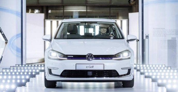 A Volkswagen kiüríti a raktárait: nagy engedményekkel adja el régebbi modelljeit