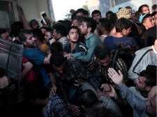 Összecsaptak a menekültek a görög rendőrséggel