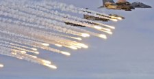 Franciaország a légicsapást fontolgatja