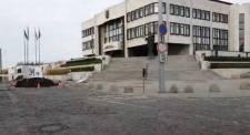 31 mázsa trágyát szórtak ki a mezőgazdászok Andrej Danko tervezett 30 méteres zászlórúdja elé