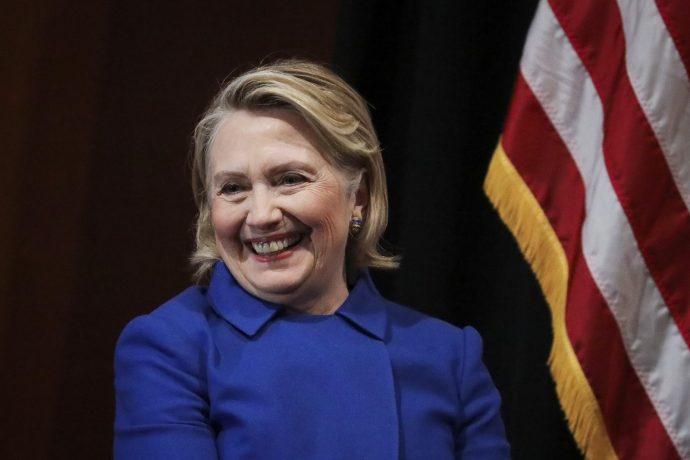 Politikai thrillert ír Hillary Clinton