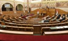 Összeül a parlament, hogy tisztázzák a titkos migránsok ügyét, de a Fidesz-KDNP politikusai nem lesznek ott