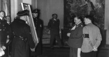 """A cionisták által megszállt Németország """"nagy lendülettel"""" szolgáltatja vissza a zsidók műkincseit"""