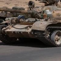 Újabb szörnyű kivégzés: Az Iszlám Állam tankkal gázolt el egy szíriai katonát