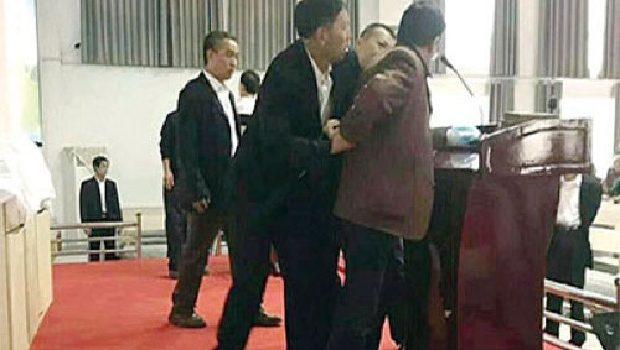 Kínai rendőrök megrohamoztak egy templomot
