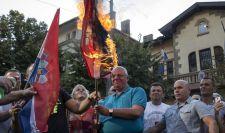 Megtaposta a horvát zászlót a horvát küldöttség szeme előtt egy szerb képviselő