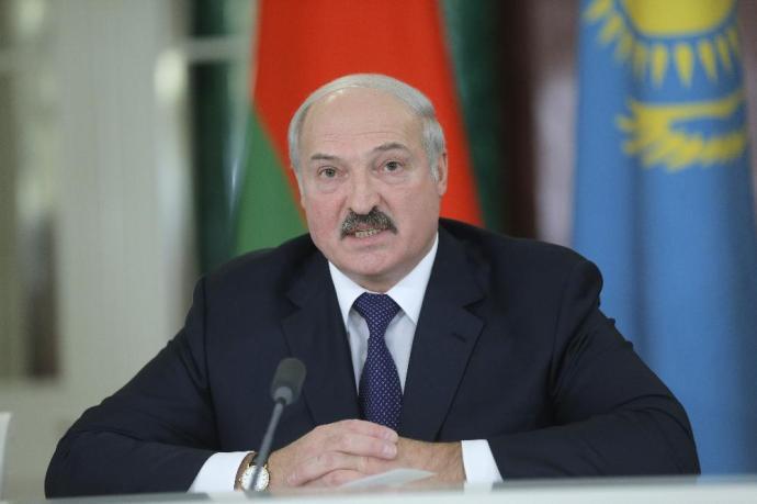 Lukasenka beváltotta fenyegetését