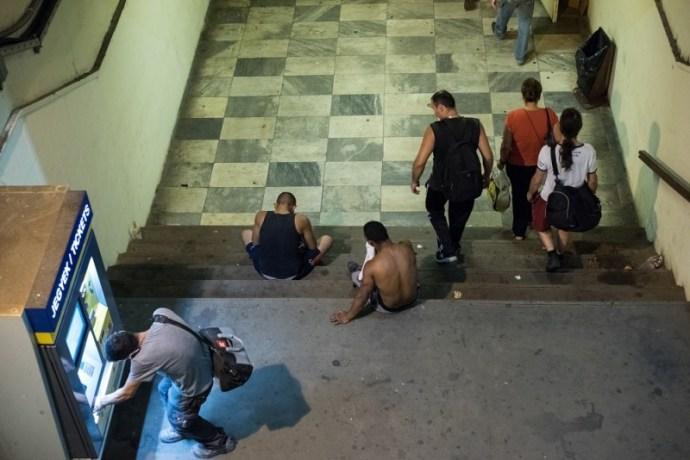 A TEK központjától pár méterre megy a drogterjesztés a Hős utcában