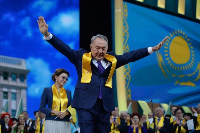 Levágatná a szakállakat és betiltaná a nikábot Nazarbajev