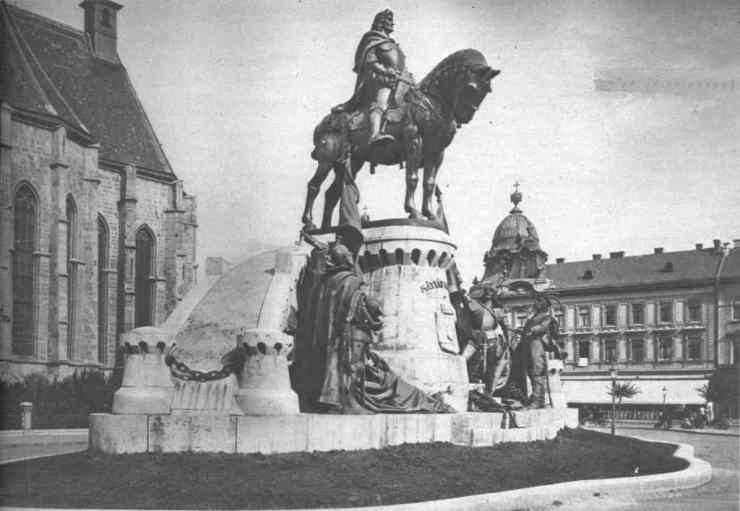 Óriási volt a botrány Mátyás-király szobrának avatásán