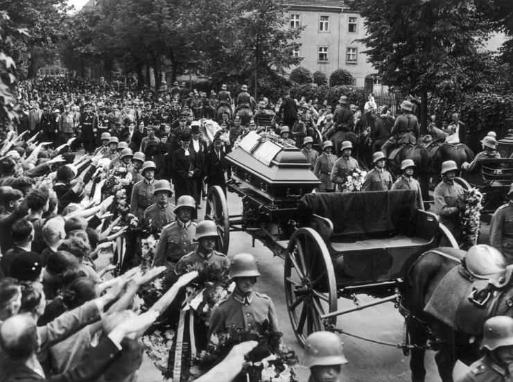 A német haditengerészet admirálisának, Ludwig von Schrödernek temetése Berlinben (1933. július 26.)