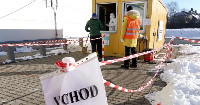 Mobil tesztelőpontokat büntetett a minisztérium