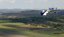 Ausztriában bemutatták a világ első repülő sorozatgyártott autóját