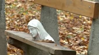Lefejezték a Mária-szobrot Esztergomban