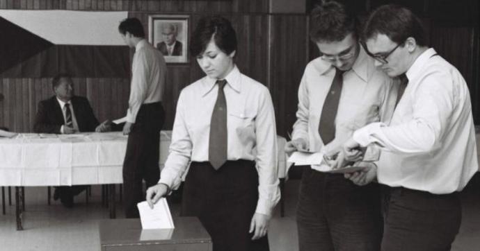 Amikor még kötelező volt választani: pillanatképek a szocializmus korszakából