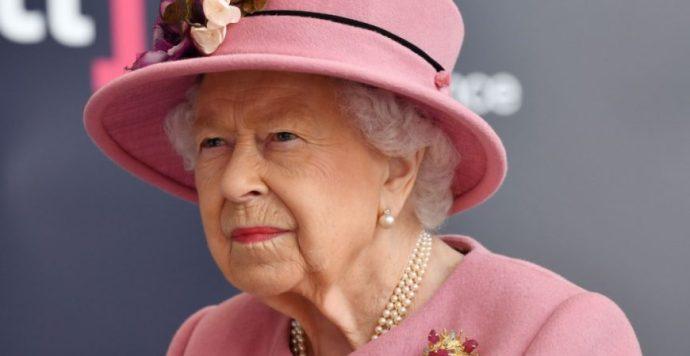 II. Erzsébet királynő kegyelmet ad a terroristát elfogó korábbi gyilkosnak