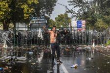 Támadás alatt Magyarország! – zavargások és oszlatás a déli határnál (+videó)