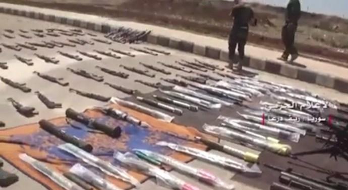 Kétezer fegyveres adta meg magát Dél-Szíriában (videó)