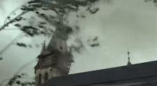 Videó: így döntötte le az igazfalvi templom tornyát a szél
