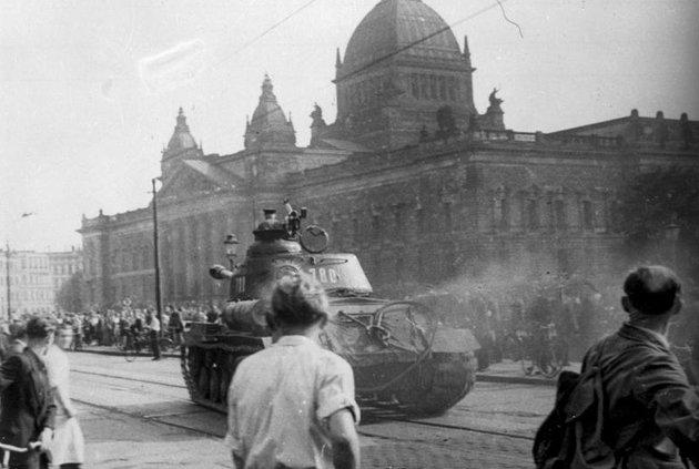 """""""A szakállasnak mennie kell!""""– skandálta a szabadságát követelő nép Kelet-Berlinben"""