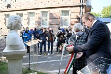 Felavatták Tóth Ilona mellszobrát a kőbányai Bajcsy-Zsilinkszky Kórház udvarán